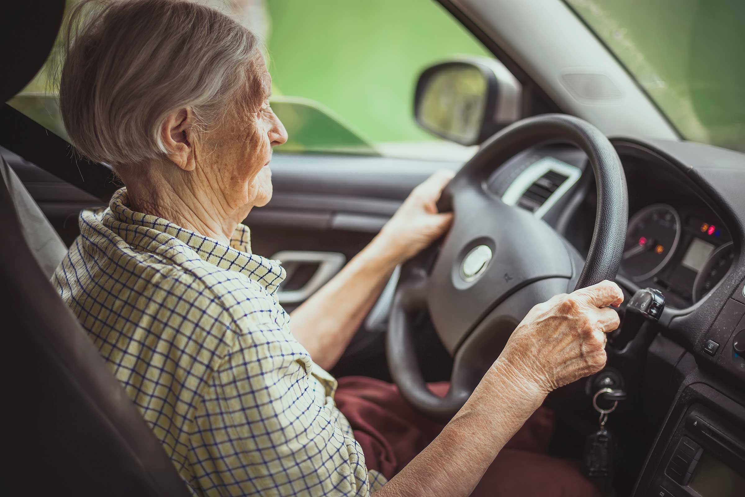 01_urgent_signs_loved_one_stop_driving_elderly_driver_gets_lost_photobac