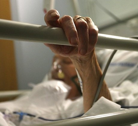 1229331_Elderly_lady__hand_bed_rail_compassion_dignity_restraint