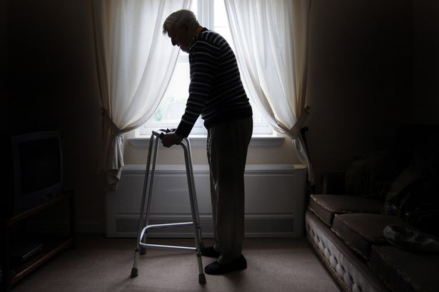 Elderly-man-with-zimmerframe